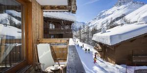 Chalets du jardin Alpin - Val D'isere vue ouest sur la piste santons et le charvet
